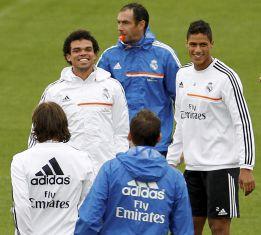 Pepe y Varane, la pareja de centrales favorita de Ancelotti