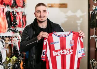 Kostas Stafylidis, primer fichaje de Lambert en el Stoke