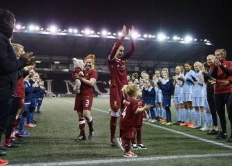 Stone jugó su último partido con el Liverpool y se une a Neville
