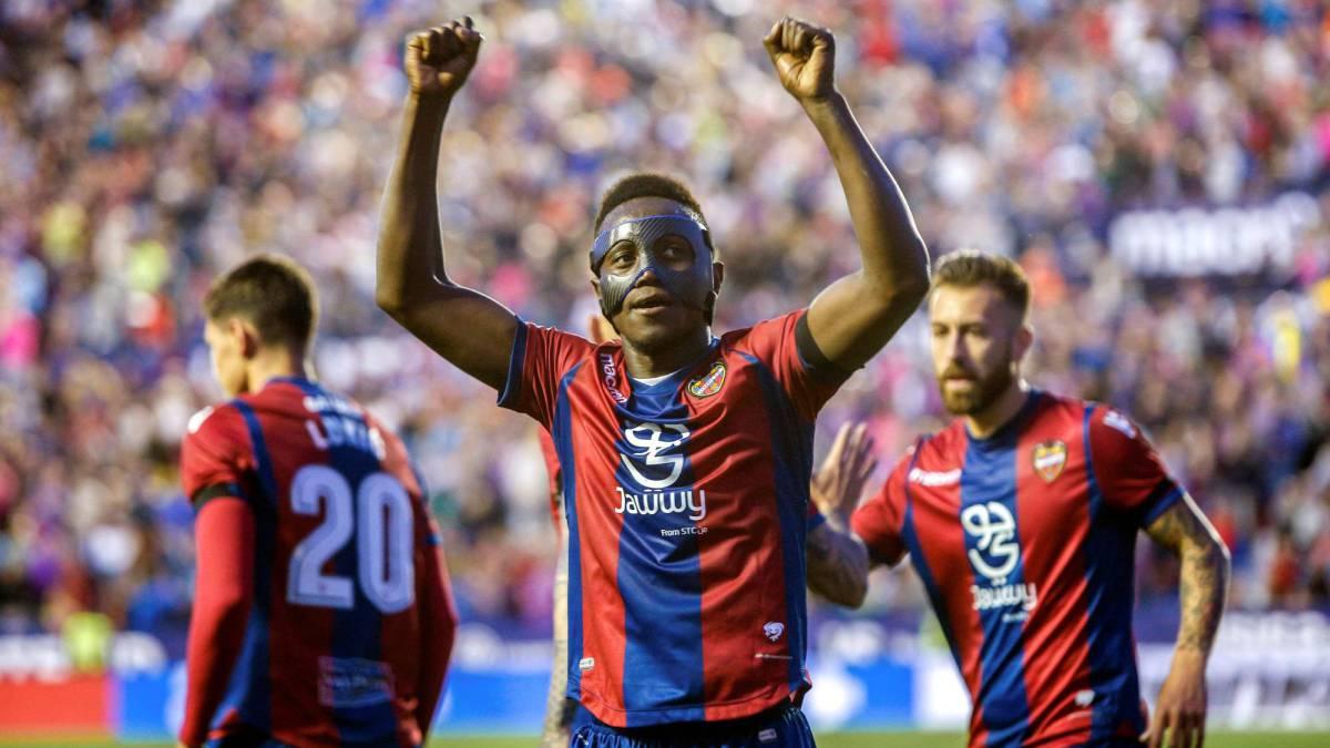 Levante 5 4 barcelona resultado resumen y goles del for Horario oficina ing barcelona