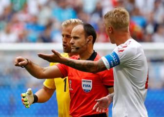 Mateu Lahoz revisó una mano en el VAR y señaló penalti
