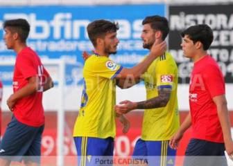 El Cádiz golea a un Barbate que intentó aguantar