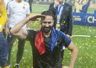 Rami hizo que evacuaran el hotel de Francia tras los octavos de final; Deschamps, desalojado en pijama
