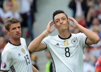 """Angela Merkel: """"Özil ha hecho mucho por la selección alemana"""""""