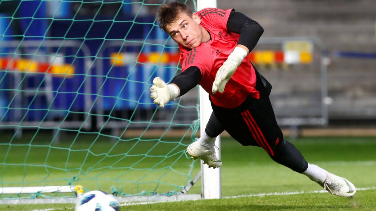 [AS] Rayo Vallecano has asked Real Madrid to loan Andriy Lunin and Raúl de Tomás. Forward scored 24 league goals for Rayo last season (loan in Segunda). Right now Rayo has only one goalkeeper and one forward in the squad.