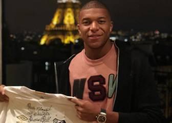 Pelé envía un regalo a Mbappé