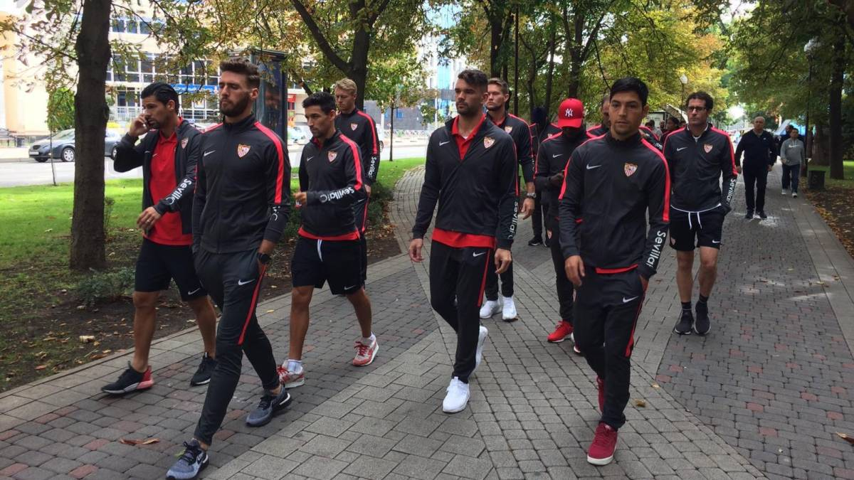 Sevilla Relaxes By Walking Through The Streets Of Krasnodar