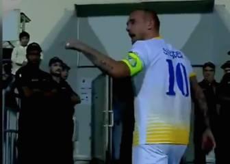 Nunca se vio a Sneijder así: tremendo enfado y amenaza con irse de Qatar...