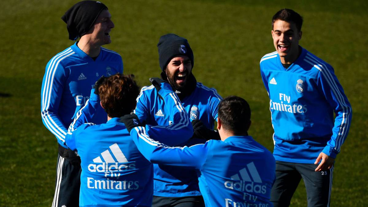 dac776d1a Real Madrid  Real Madrid  Solari has a full squad for the Clásico ...