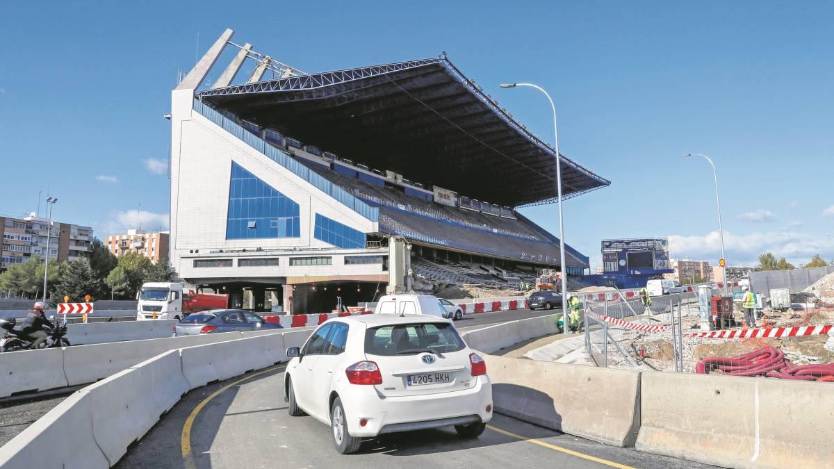 The-demolition-of-the-tribune-of-Vicente-Calderón-begins