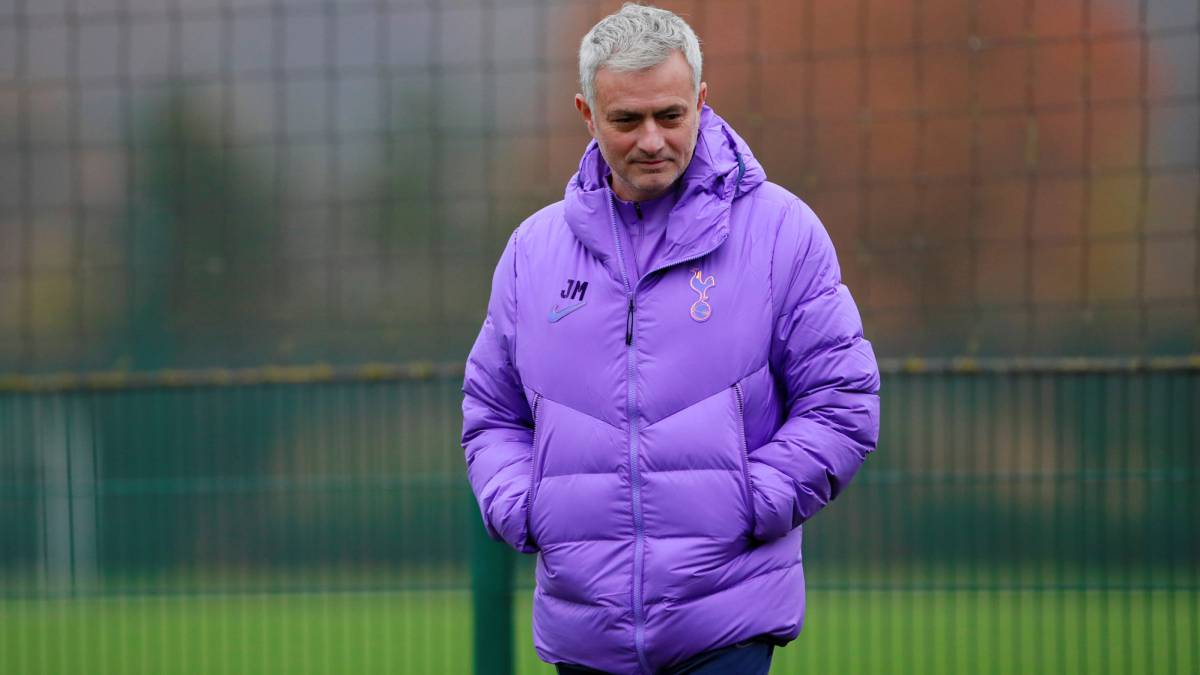 The-referee-did-not-let-Mou-take-the-Amazon-microphone-in-his-debut