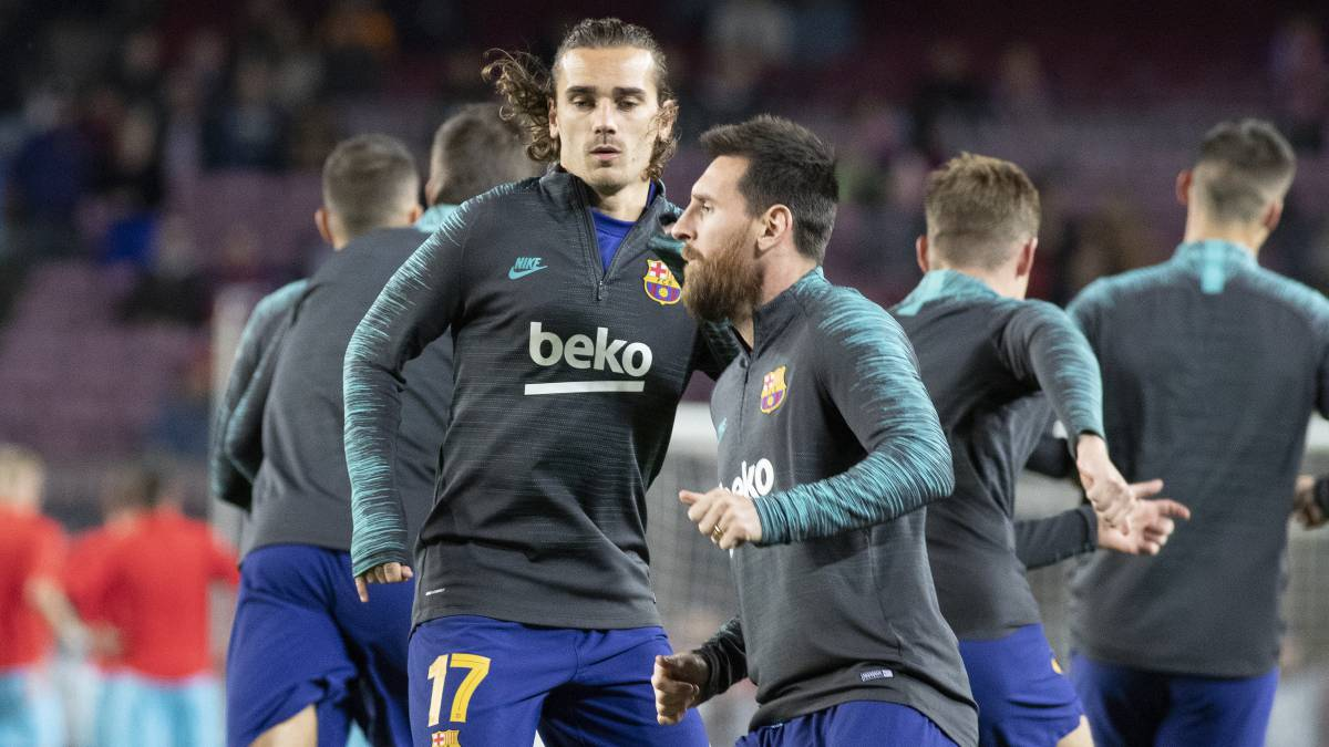 Griezmann-arrives-...-with-Messi