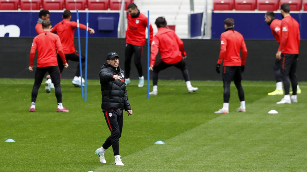 Simeone-puts-four-men-and-Arias-and-Lodi-on-the-sides