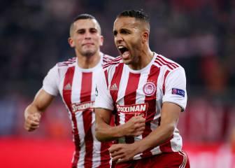 El Arabi evita la catástrofe y mete al Pireo en Europa League 2