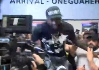 El loco recibimiento a Adebayor en Paraguay