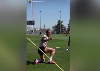 Ramos presume de puntazo en el fut-tenis en modo 'Ibrahimovic'