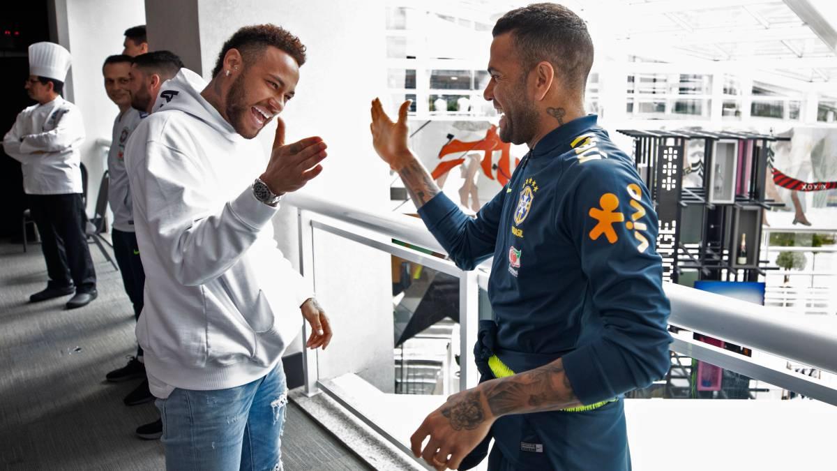 "Alves:-""Neymar-would-make-Barça-a-giant-again"""