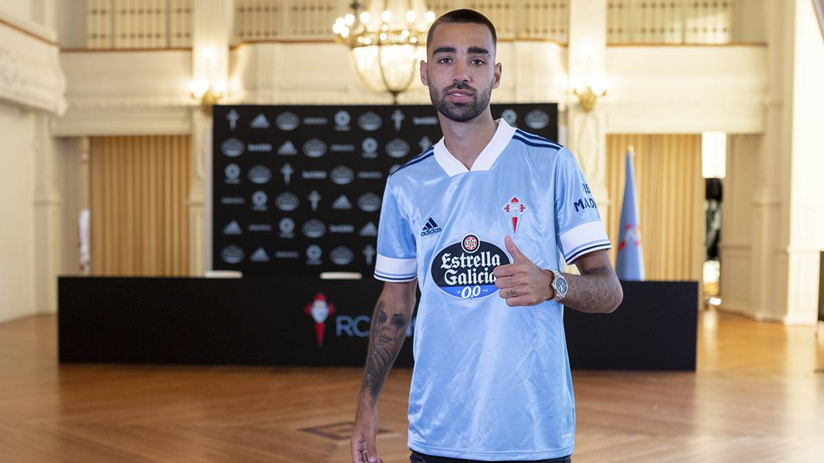 Official:-Brais-Méndez-renews-with-Celta-until-2024