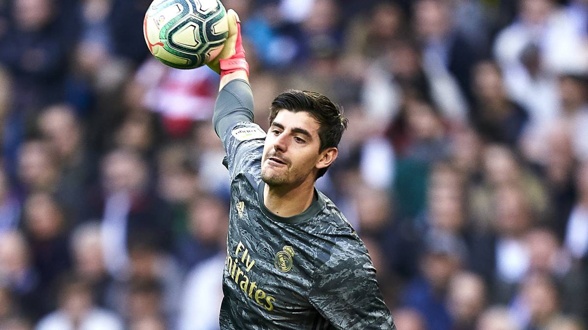 Courtois-leaves-his-traditional-'13'-...-for-being-the-'1'-of-Real-Madrid