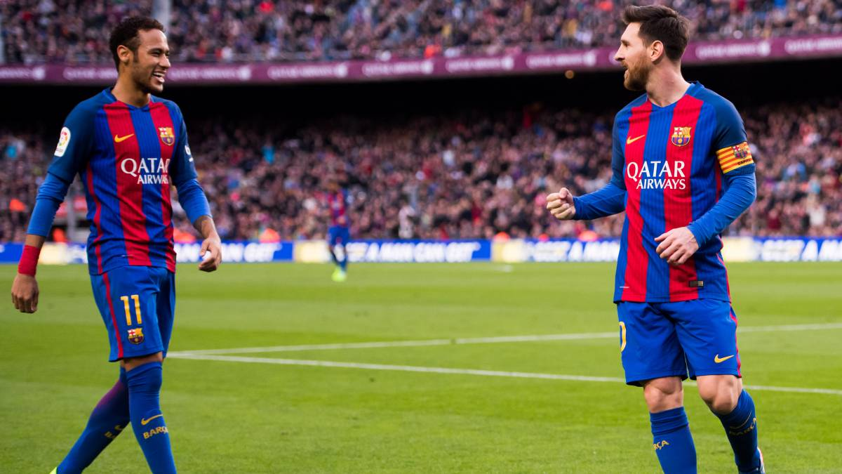 Neymar-presses-for-Messi