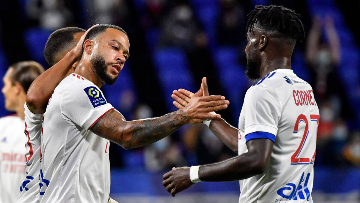 Depay-leads-Olympique-de-Lyon's-comeback-against-Dijon