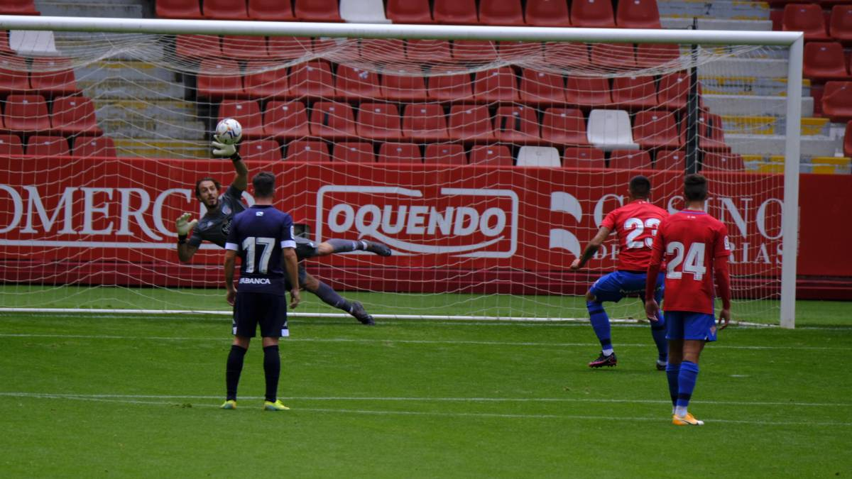 Defeat-at-the-premiere-of-Gallego-on-the-bench-at-El-Molinón