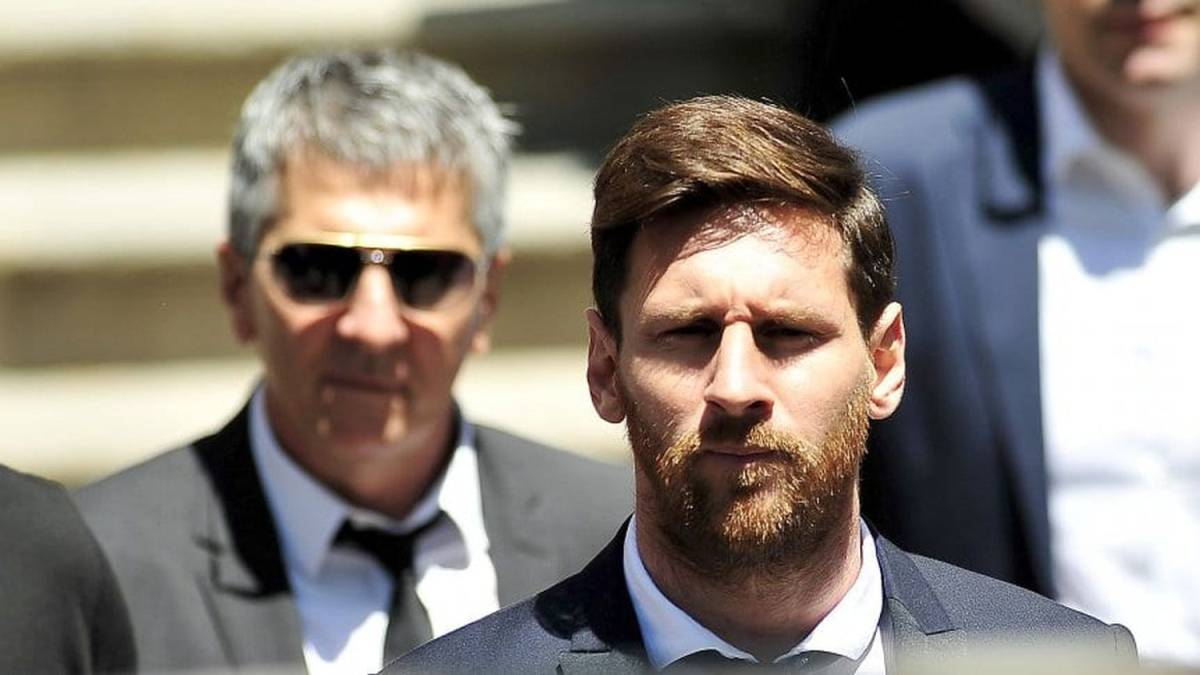 Last-minute-of-the-'Messi-case':-Leo's-father-leaves-his-house-after-a-brief-meeting-with-him