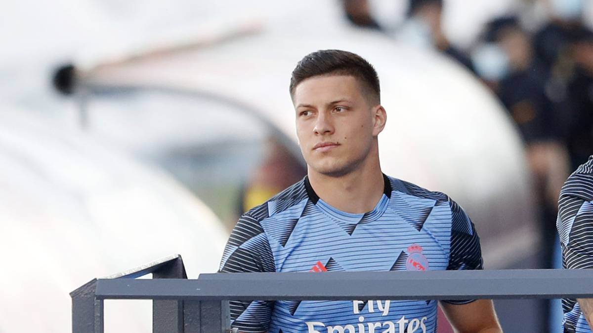 Milan-contact-Jovic-to-tempt-him-with-a-loan