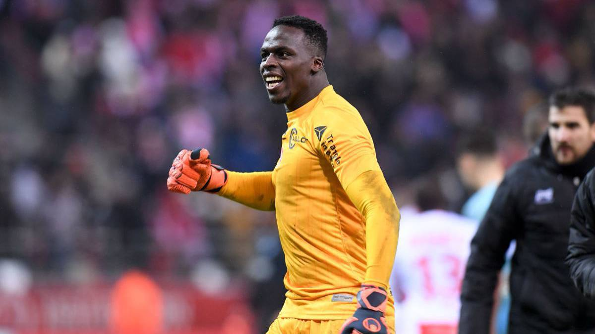 Kepa-already-has-competition:-Chelsea-one-step-away-from-signing-Mendy-for-28-million