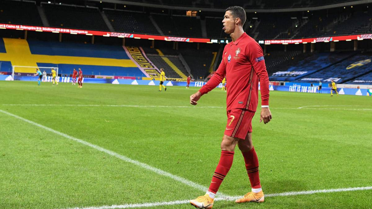 Cristiano-Ronaldo-explains-why-he-likes-to-be-whistled