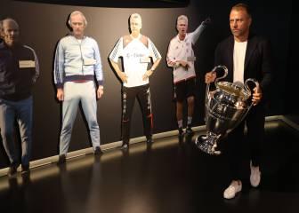 Hansi Flick entrega 'La Orejona' al Museo del Bayern 1