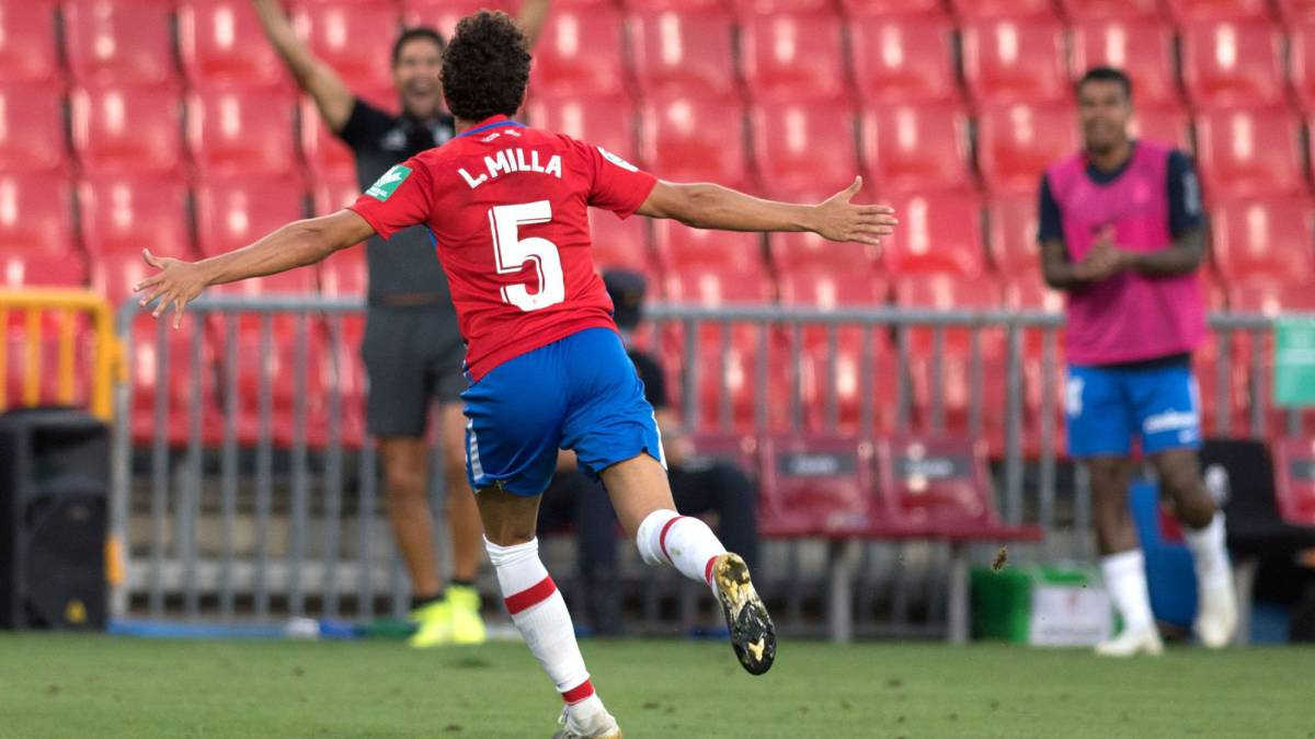 Luis-Milla-emulated-Luis-Milla:-debut-in-first-and-first-goal