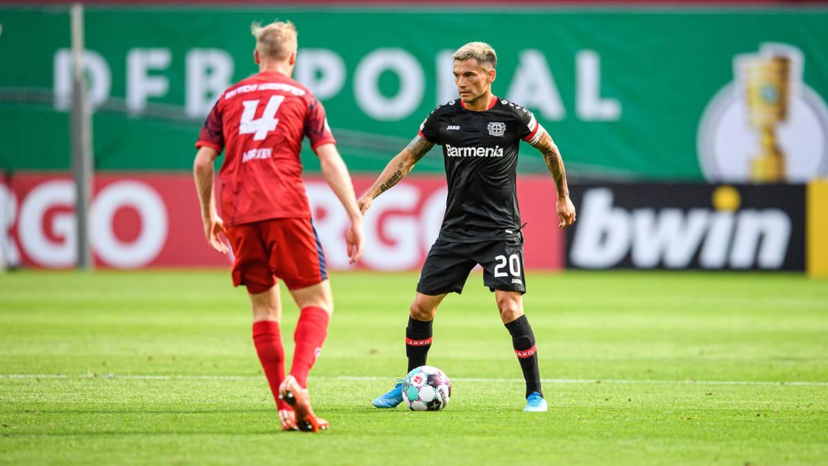 Lucas-Alario-and-Carlos-Aránguiz-guide-Leverkusen-to-the-win
