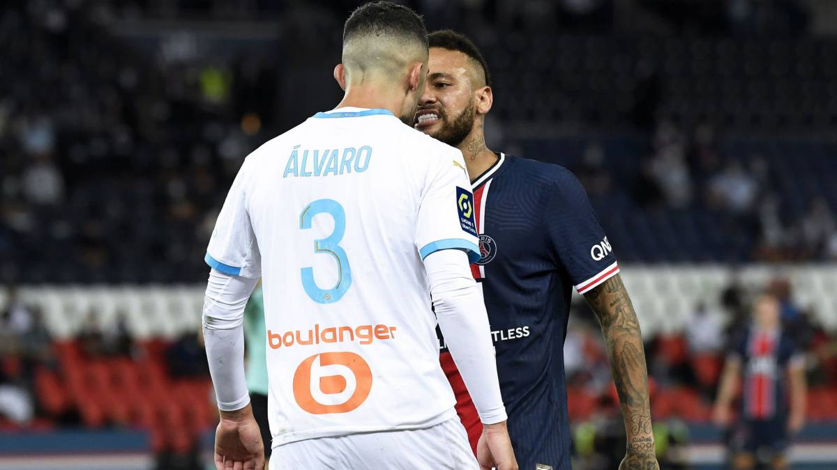 Neymar-two-games-of-sanction-and-Álvaro-investigated