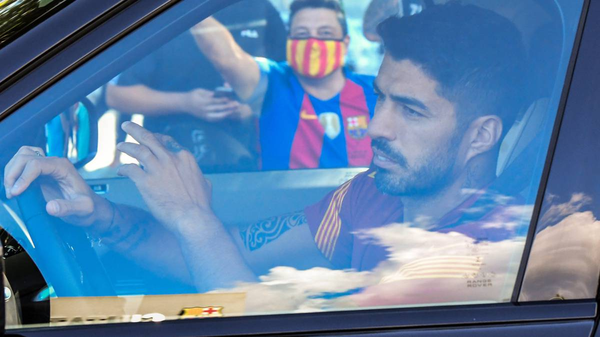 Koeman-sign-with-Luis-Suárez