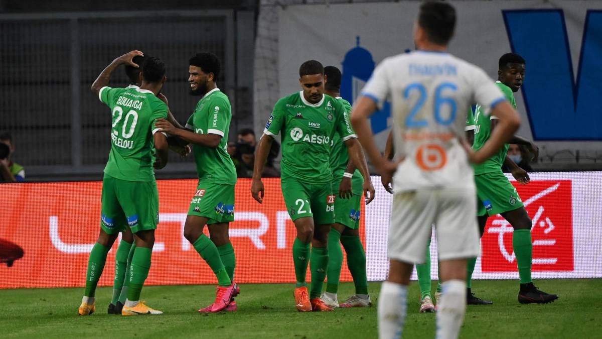 Saint-Étienne-take-the-lead-after-surprising-Marseille