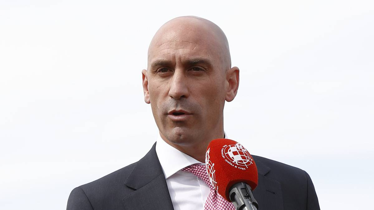 Rubiales-passes-the-roll-and-is-re-elected-president-of-the-FEF