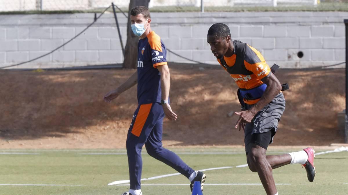 Javi-Gracia-confirms-that-he-is-still-at-Valencia