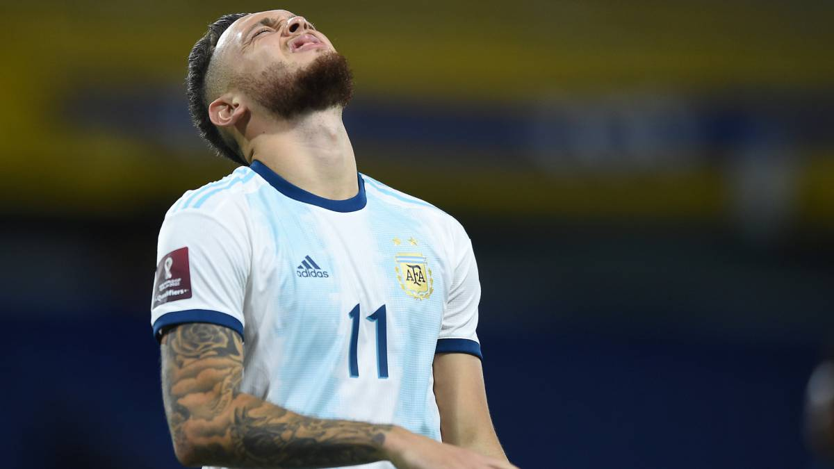 Ocampos-leaves-with-Messi-another-proof-of-his-intense-character