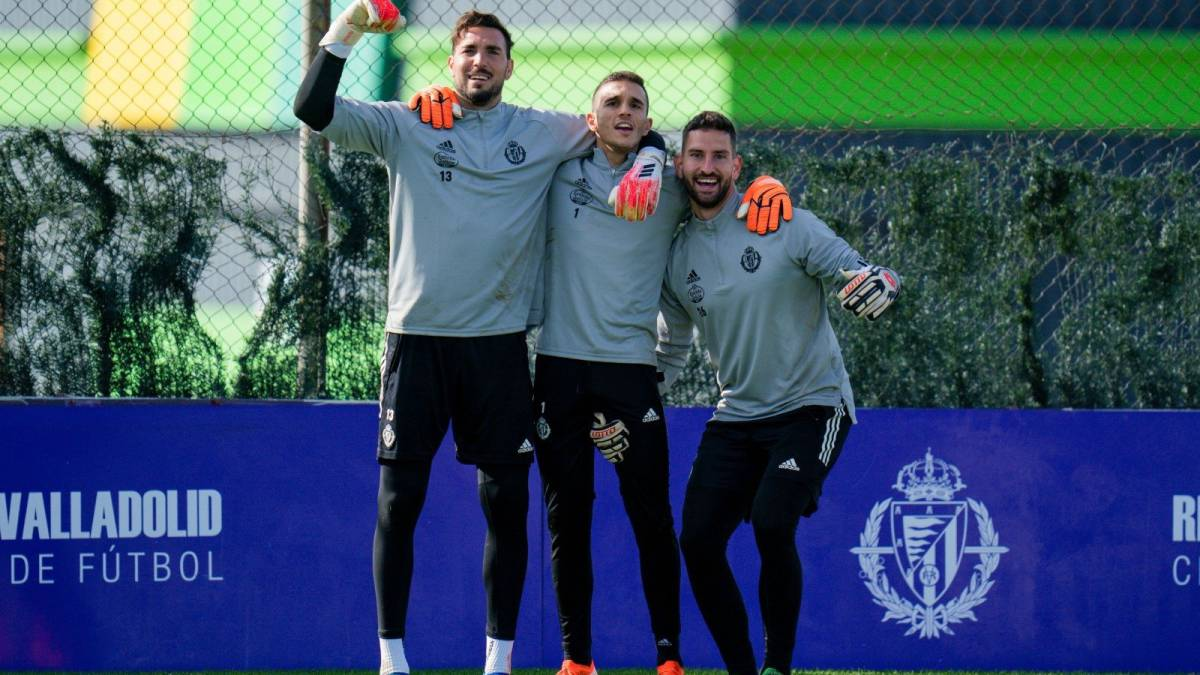 The-goal-dilemma-revives:-Masip-or-Roberto?