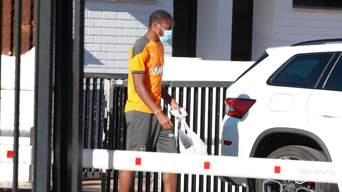 Valencia-defends-itself-and-explains-Atleti's-offer-for-Kondogbia