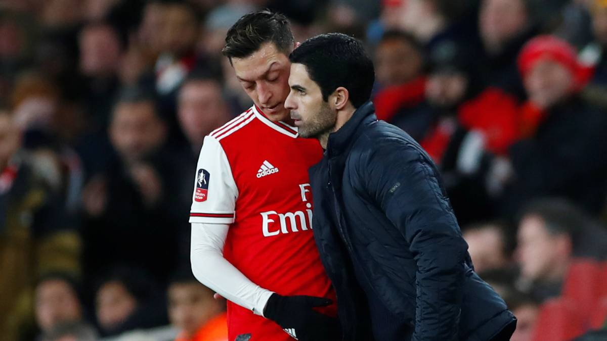 The-relationship-between-Arteta-and-Özil-gets-complicated
