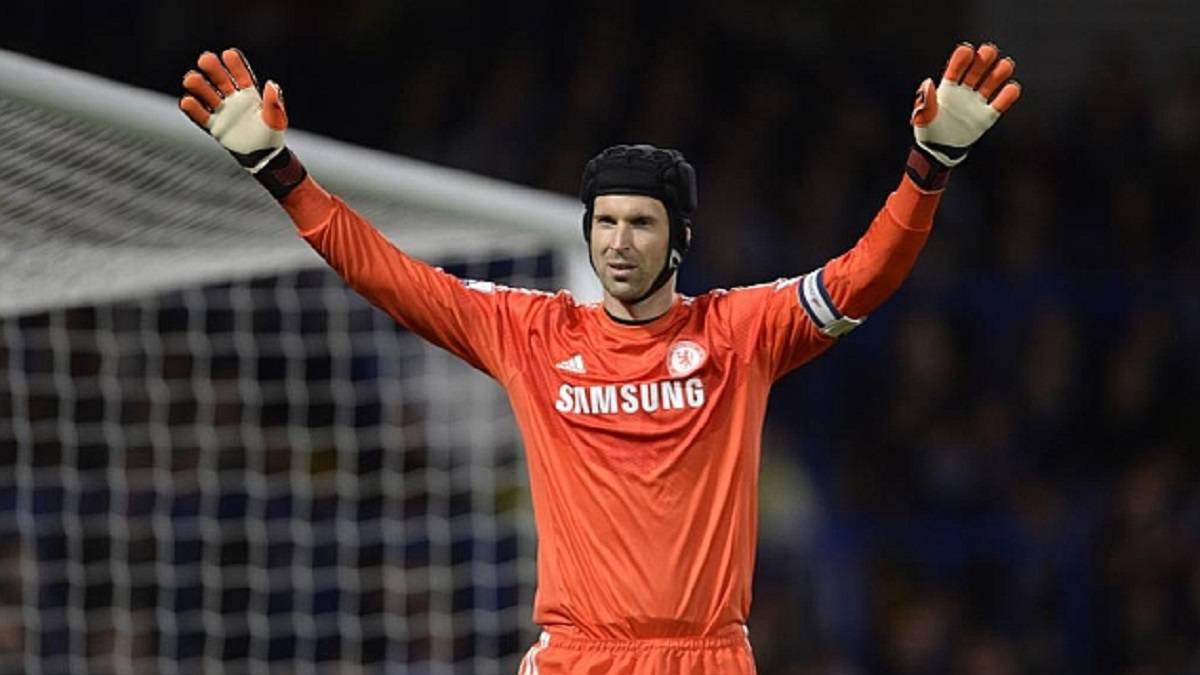 Chelsea-sign-Cech-...-one-year-after-retiring!