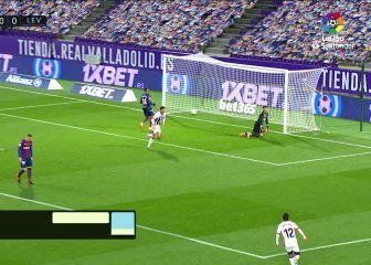 Ronaldo Nazario, frotándose las manos: otro gol de su '9' ojito derecho en un precioso remate