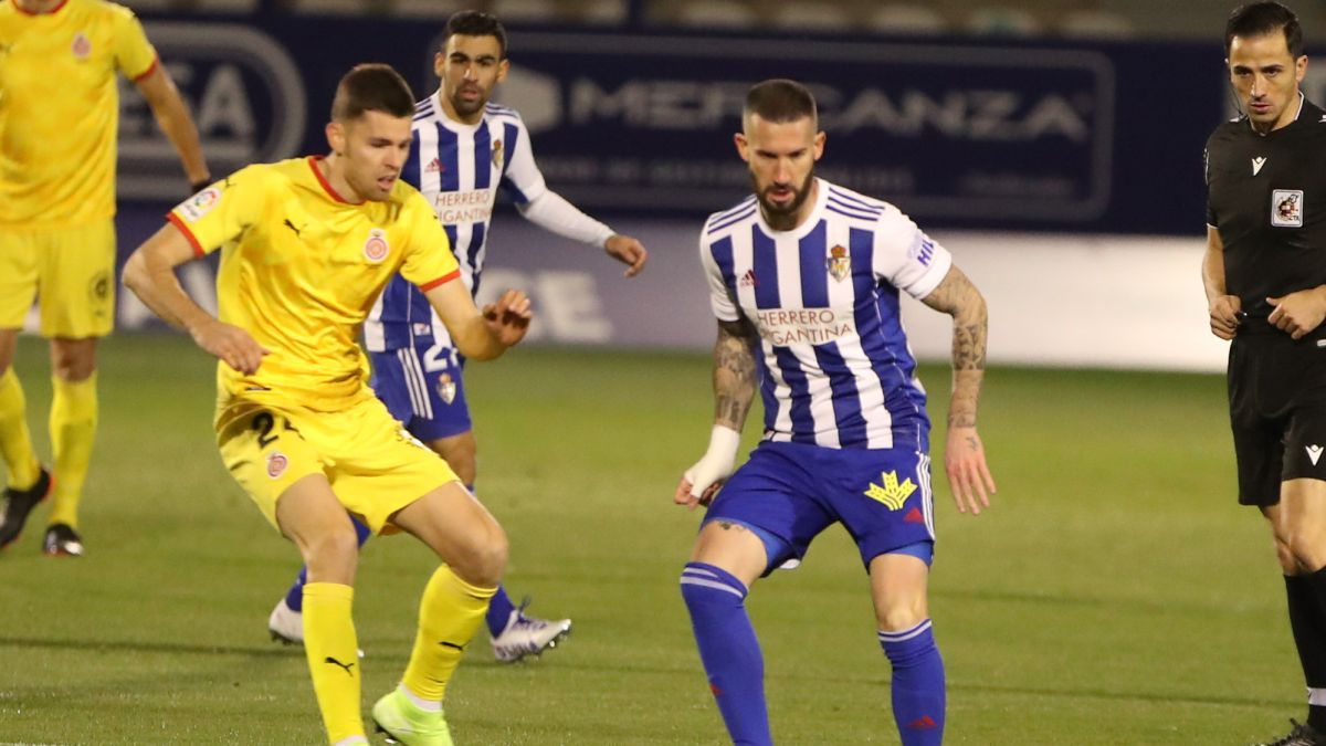 Deportiva-and-Girona-draw-and-keep-looking-at-the-playoff