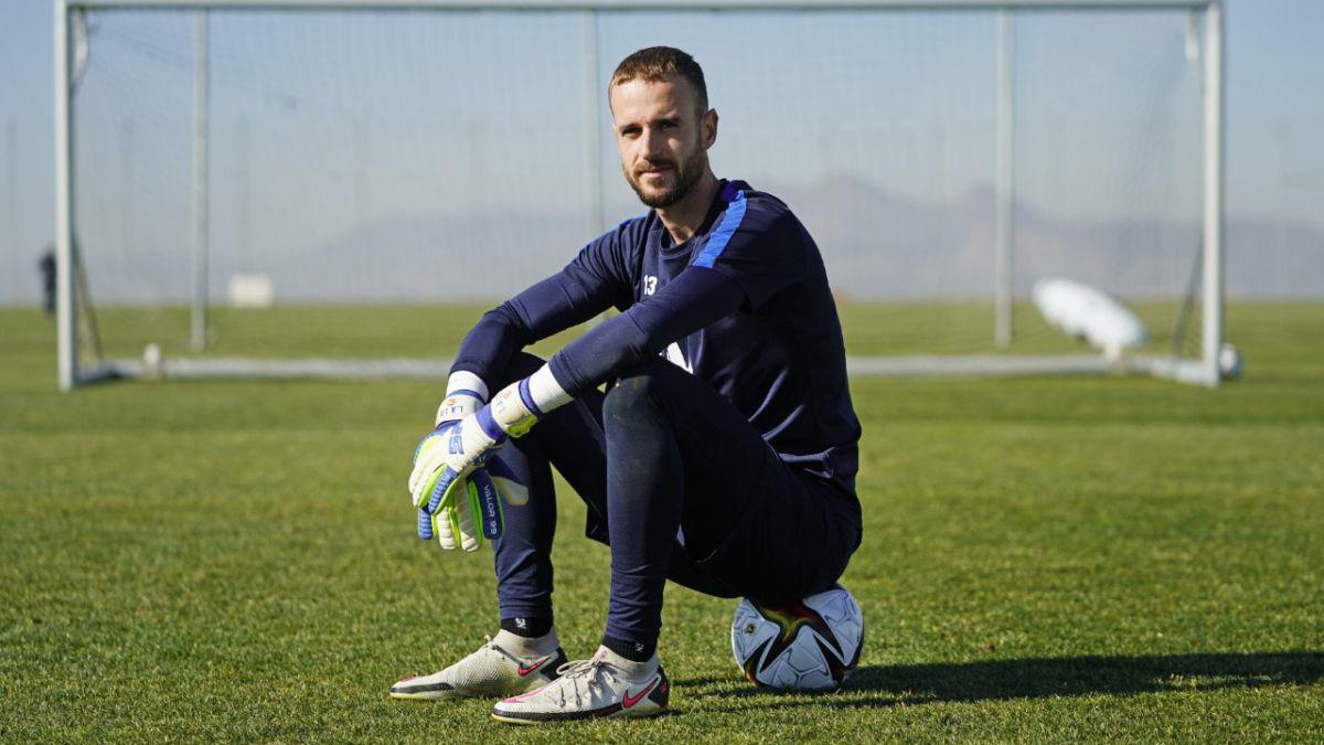 Granada-returns-to-La-Rosaleda-the-field-where-his-life-changed