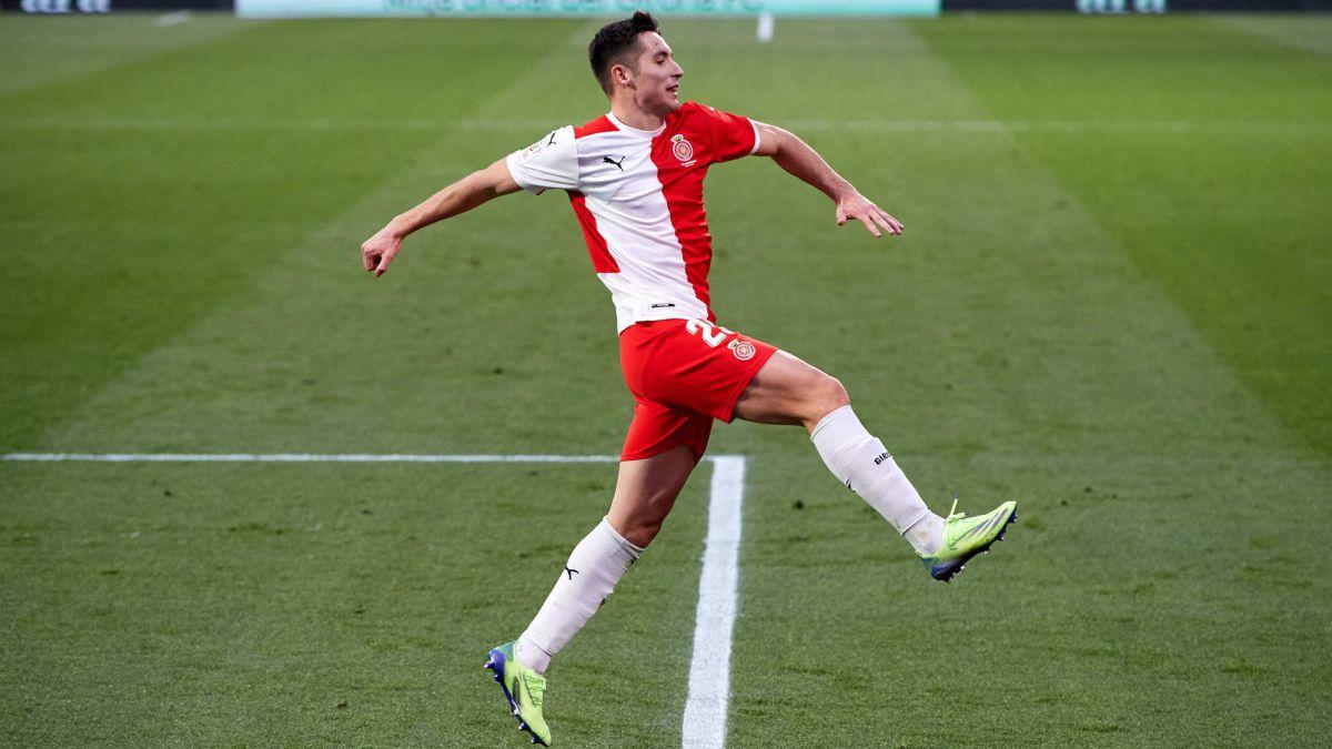Valery-Girona's-phoenix-celebrates-his-first-double