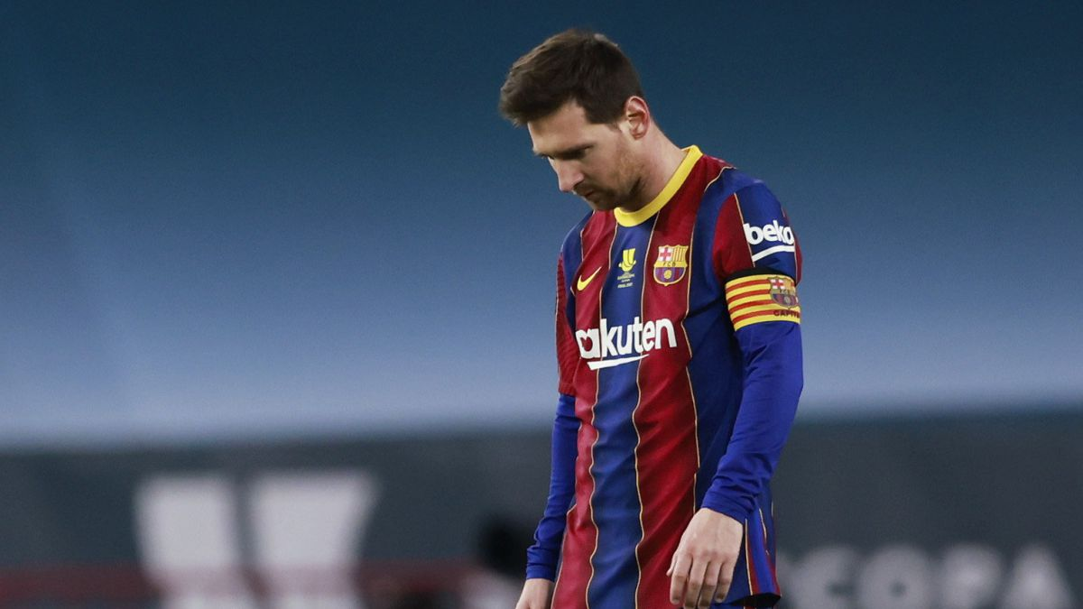 Messi-to-the-corner-of-thinking