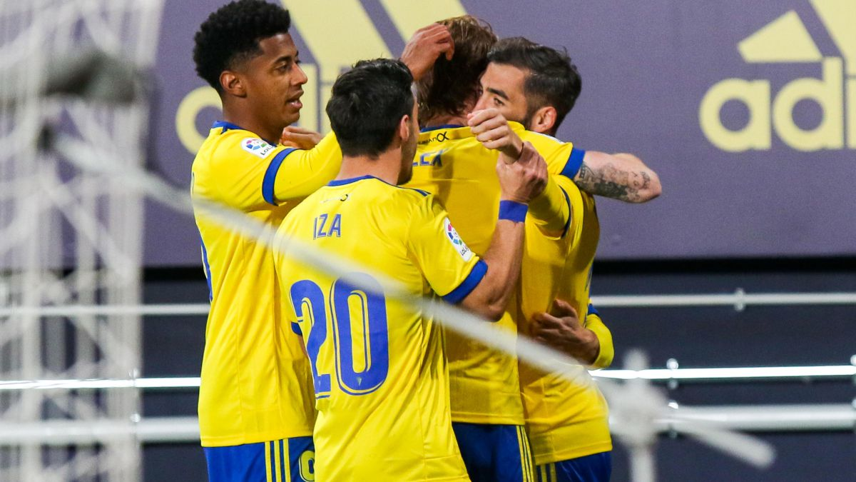 Cádiz-and-Levante-tie-with-a-frenzied-first-half