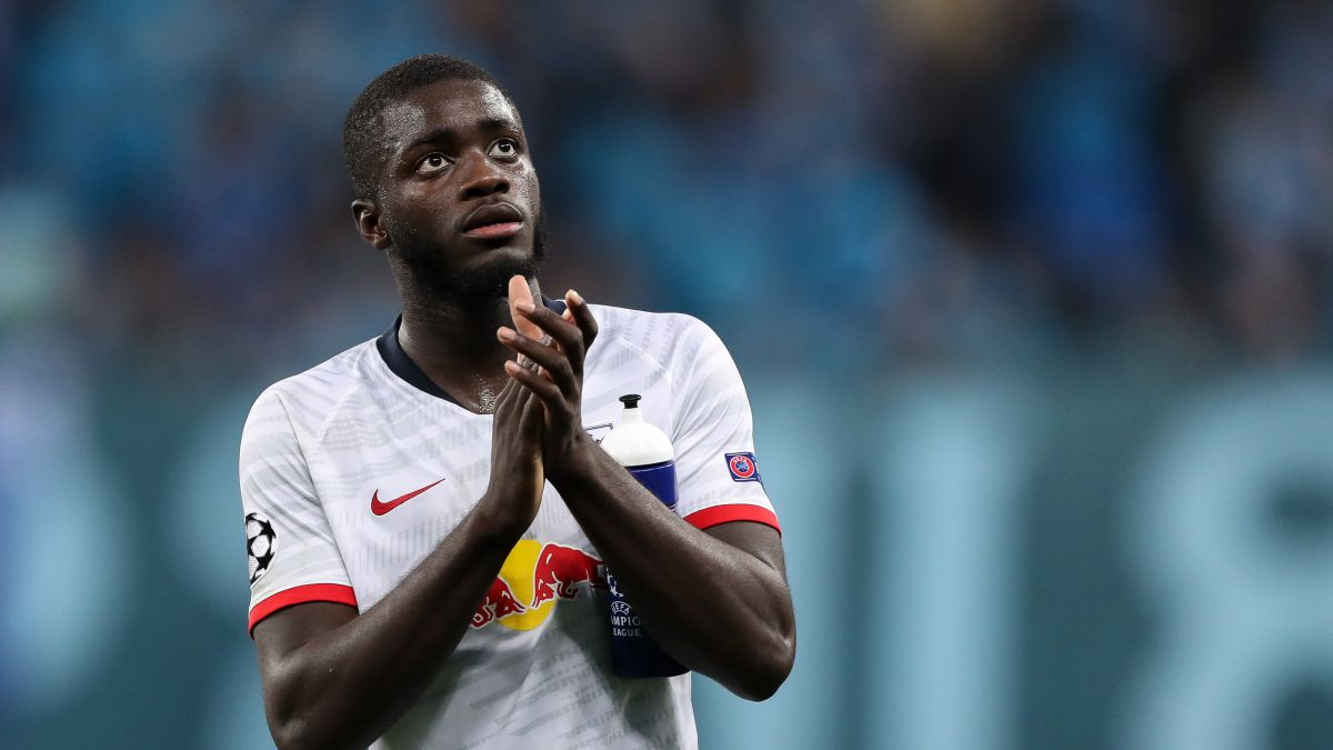 Flick-has-already-spoken-with-Upamecano-about-a-possible-future-at-Bayern